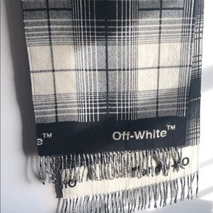 Fabulously warm Offwhite blanket scary